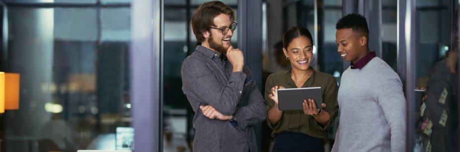 estudantes e profissionais de marketing digital